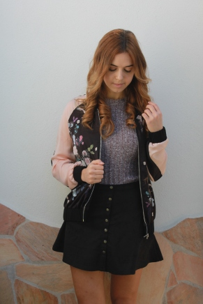 Buttoned skirt and a pink bomber with Romwe