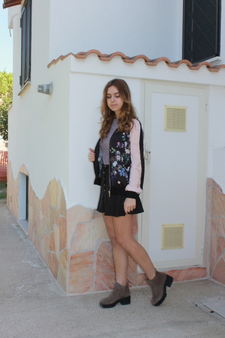 Buttoned skirt and a pink bomber with RomweButtoned skirt and a pink bomber with Romwe